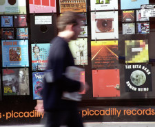 Len Grant NQ piccadilly records window