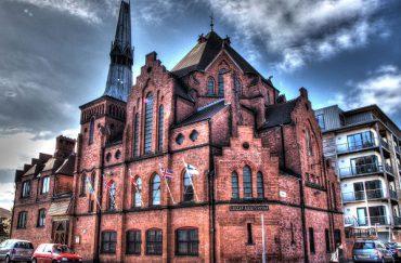 Photograph of the Scandinavian Seamen's Church with a bold blue sky