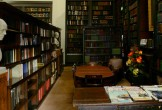 Photo of the Portico Library in Manchester, with bookshelves lining the walls