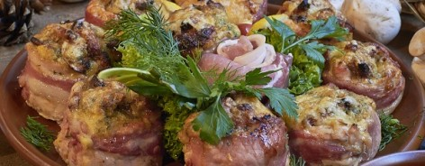 Photo of a dish of meat dumplings surrounded by fresh veg