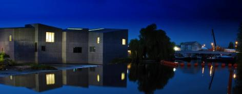 Hepworth at dark blue sky and water