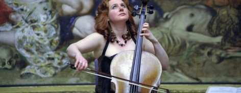 Photo of cellist Hannah Roberts