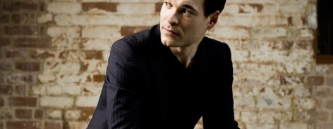 Photo of conductor Ryan Wigglesworth