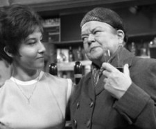Helen Shapiro and Violet Carson on the Coronation Street set
