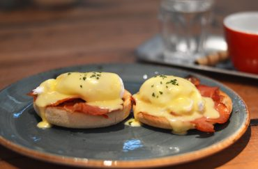 Eggs Benedict at Pot Kettle Black