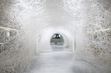 Chiharu Shiota, Memory of the Ocean, 2017. Le Bon Marche, Paris, France. Installation – white wool wires. Photo by Gabriel de la Chapelle. Copyright vg Bild Kunst Bonn 2017 and the artist
