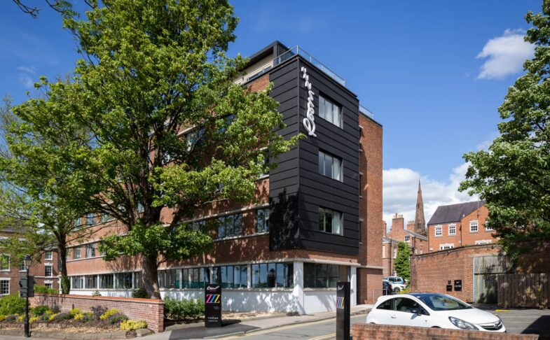 Roomzzz Aparthotel Chester City