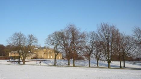 Snowy landscape in Heaton Park